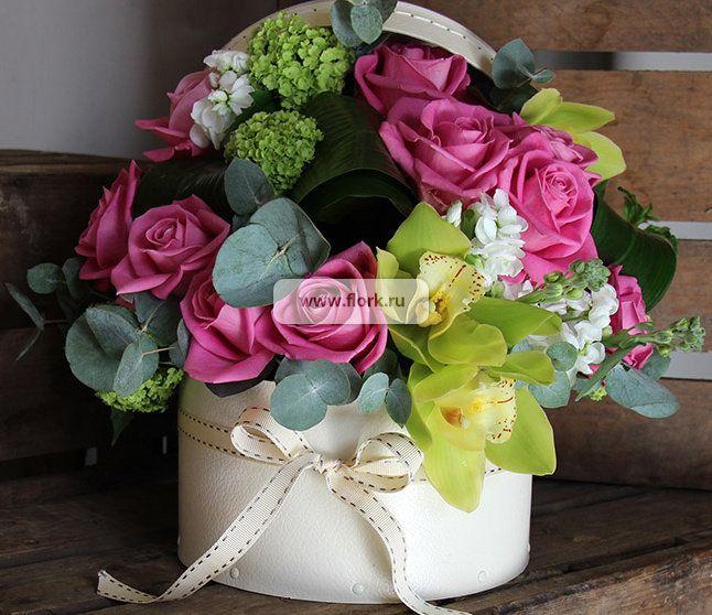 Букет орхидей в шляпной коробке