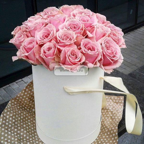 Цветы в коробке - самое приятное женщинам
